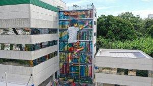Eduardo Kobra destaca importância dos livros em mural no interior paulista